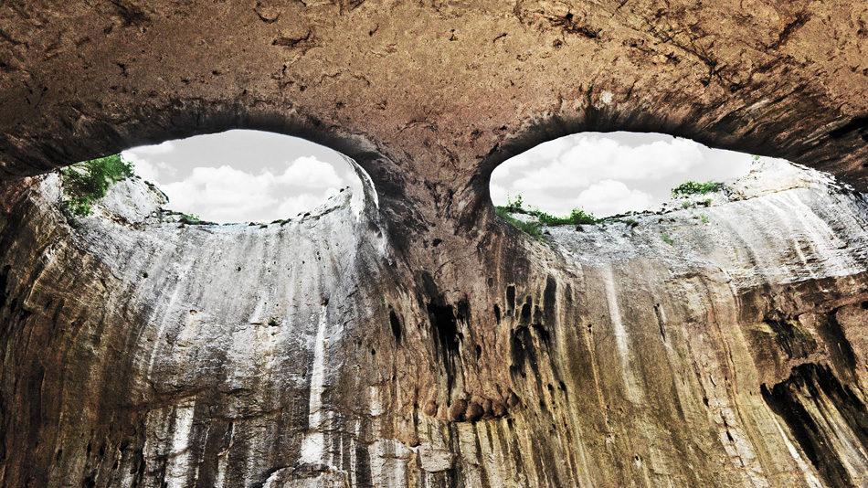 Пещера Глаза Бога во время дождя