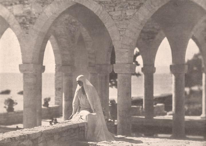Дворец румынской королевы в 1929 году. Фото королевы Марии.