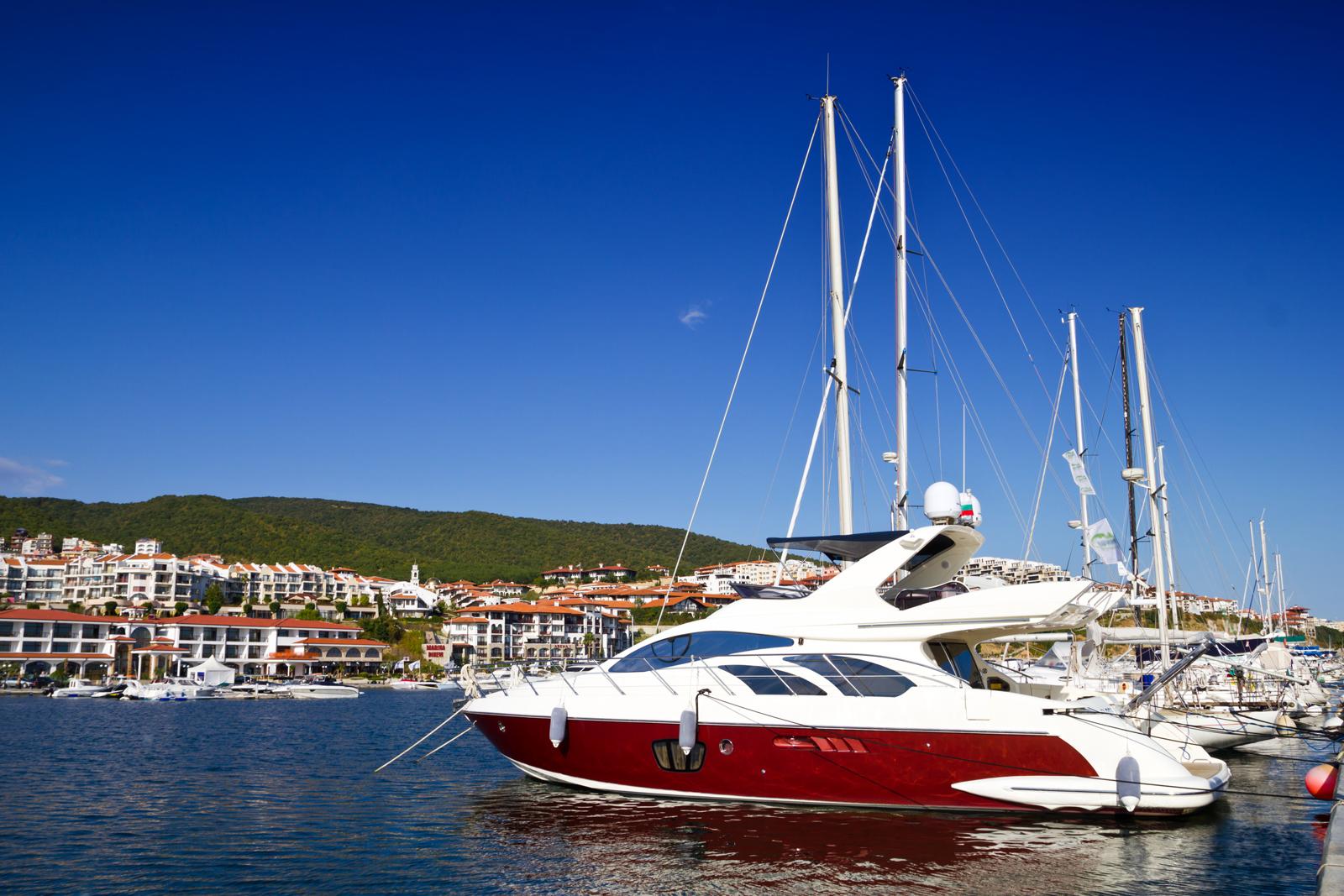 Яхт порт Марина Диневи Святой Влас