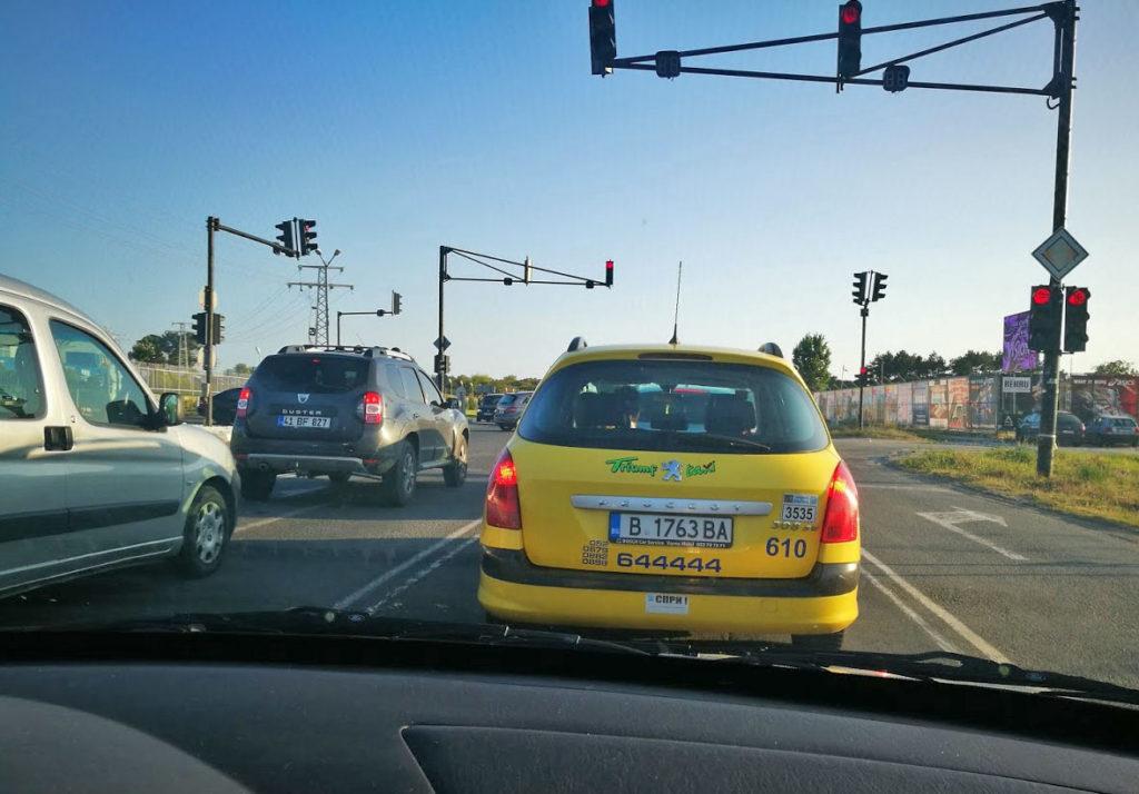 Такси по дороге в аэропорт Бургас