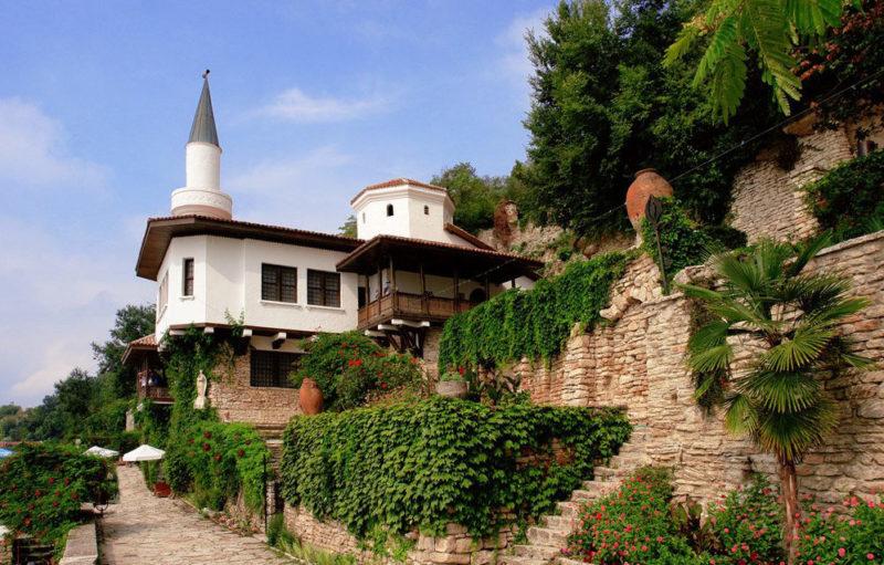 Дворец румынской королевы и ботанический сад в Балчике