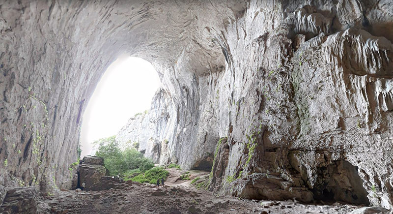 В пещере Проходна